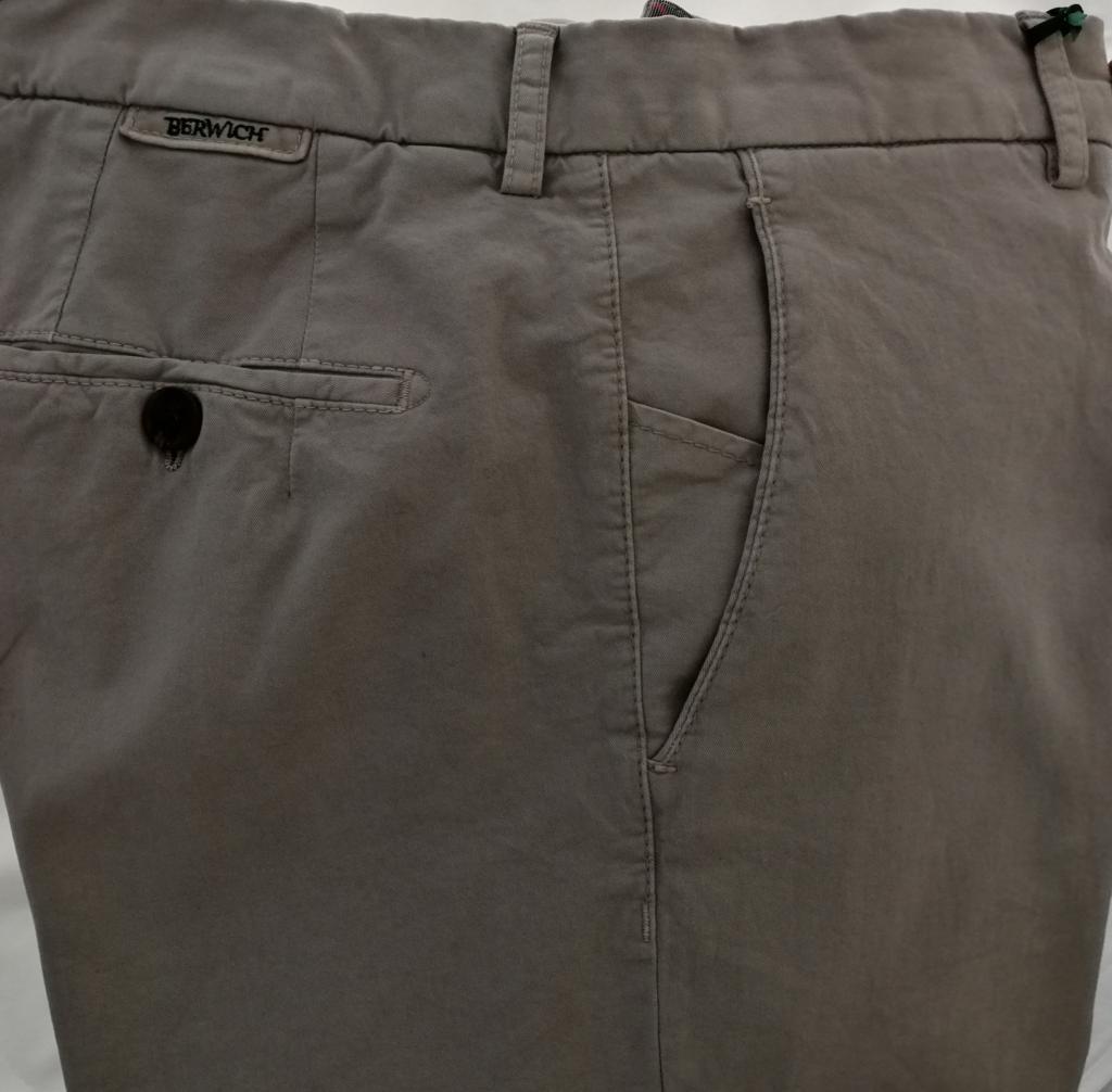 Berwich pantalone uomo mod. SC reg, vestibilità regolare, vita regolare, colore grigio tortora