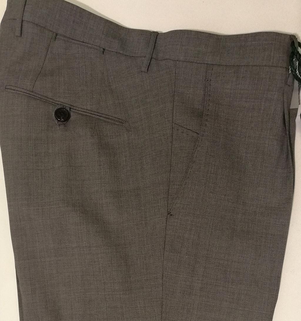 Berwich Pantalone uomo, mod. Sc. Milano in fresco di lana grigio.  Vestibilità gamba media,